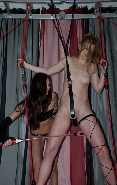 queensnake-forcing-her-slave-to-cum