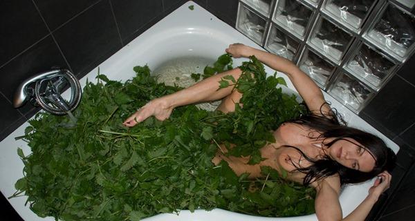 slave-having-nettle-bath